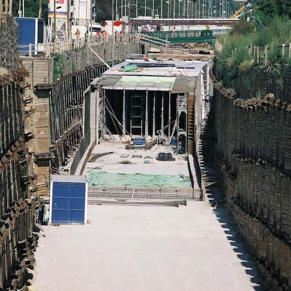 Vysouvání tunelu (2001)