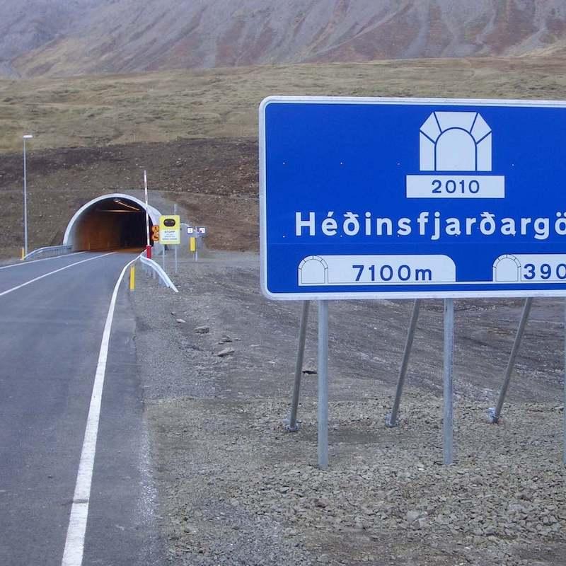 Ražba silničních tunelů na Isladnu mezi obcemi Siglufjördur a Ólafsfjördur (2017)